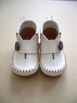 靴づくり屋chisaka ファーストベビーシューズ ボタン